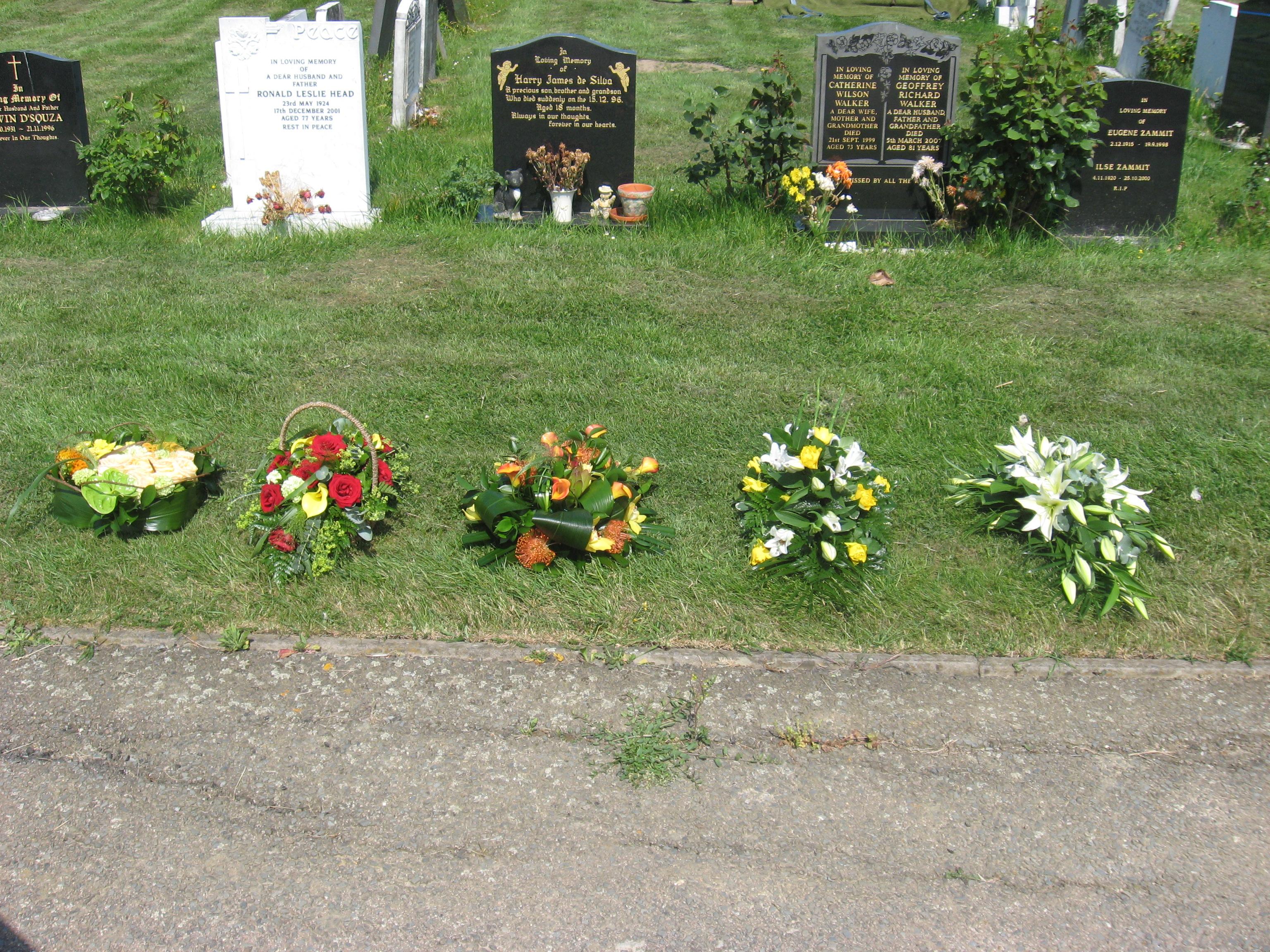 Mum funeral flowers img1119g izmirmasajfo