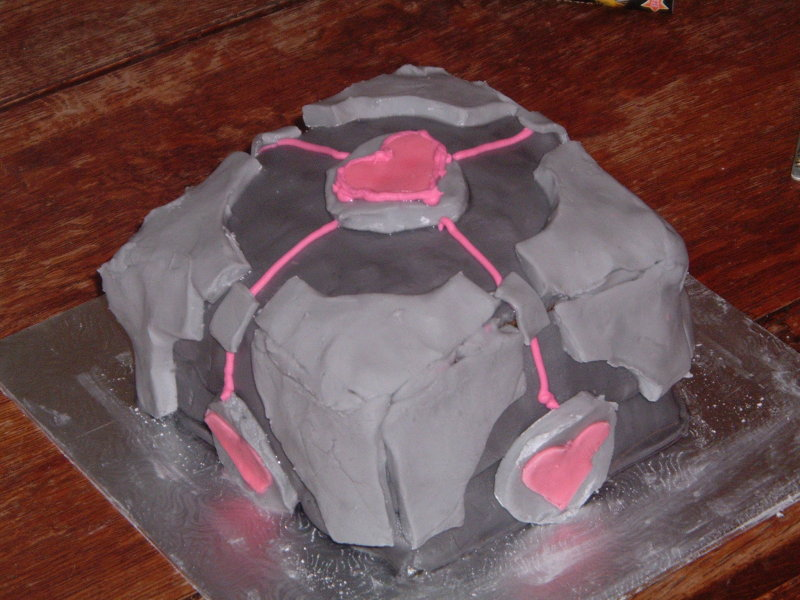 Finished Weighted Companion Cube Cake from another angle